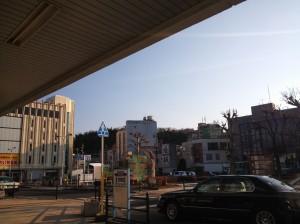 朝の中津川駅前