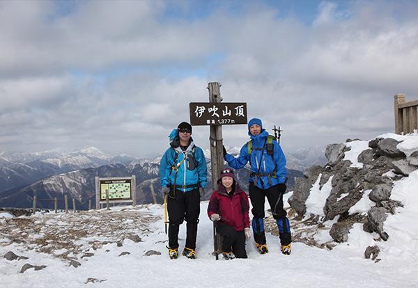 伊吹山山頂で記念撮影