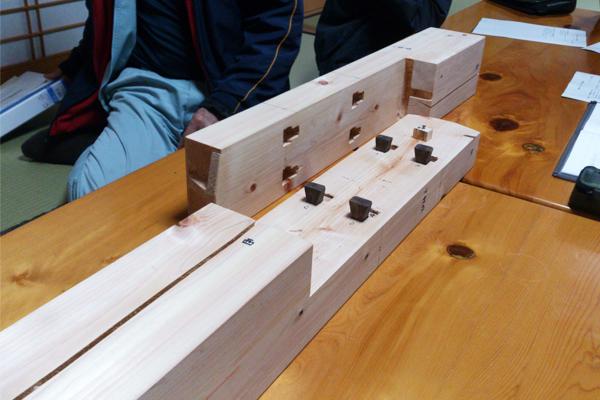 柱のレプリカの模型
