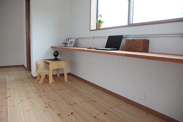 2階の廊下のテーブル