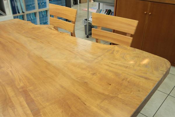 無垢材のテーブル