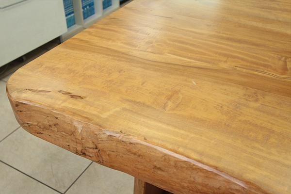 無垢材のテーブル2
