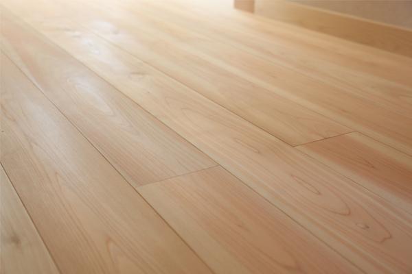 岐阜県産杉の無垢材の床