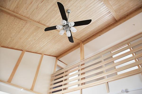 岐阜県産杉の無垢材の天井