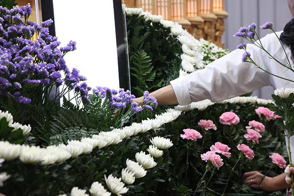 中津川斎苑_大感謝祭_祭壇_花の実演